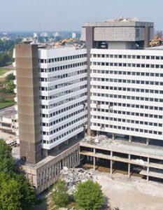 afbeelding van het ontmantelde CBS-gebouw