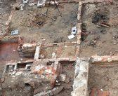 Winkelend publiek geïnformeerd over opgravingen Haarlemmerstraat – Archeologie en Bouwhistorie gecombineerd
