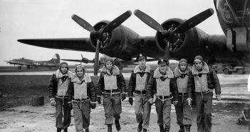 Afbeelding van bemanning vliegtuig uit de Tweede Wereldoorlog