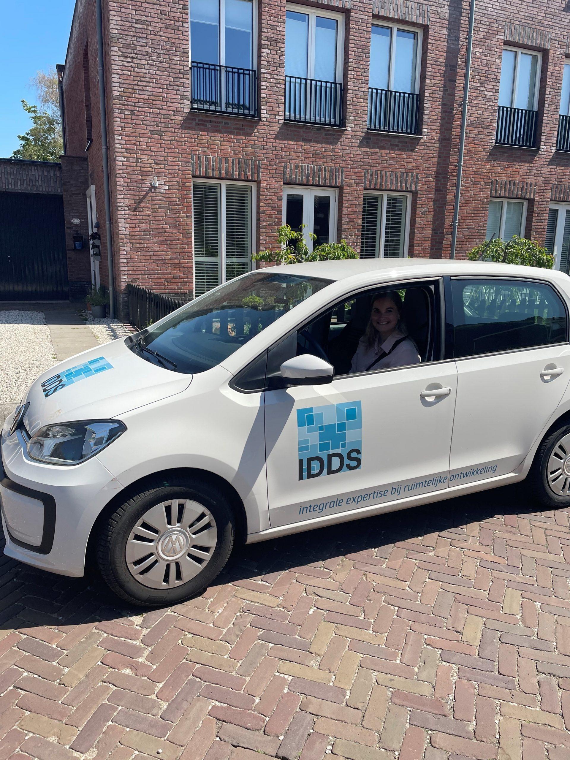 Pernille mulder in de IDDS-auto