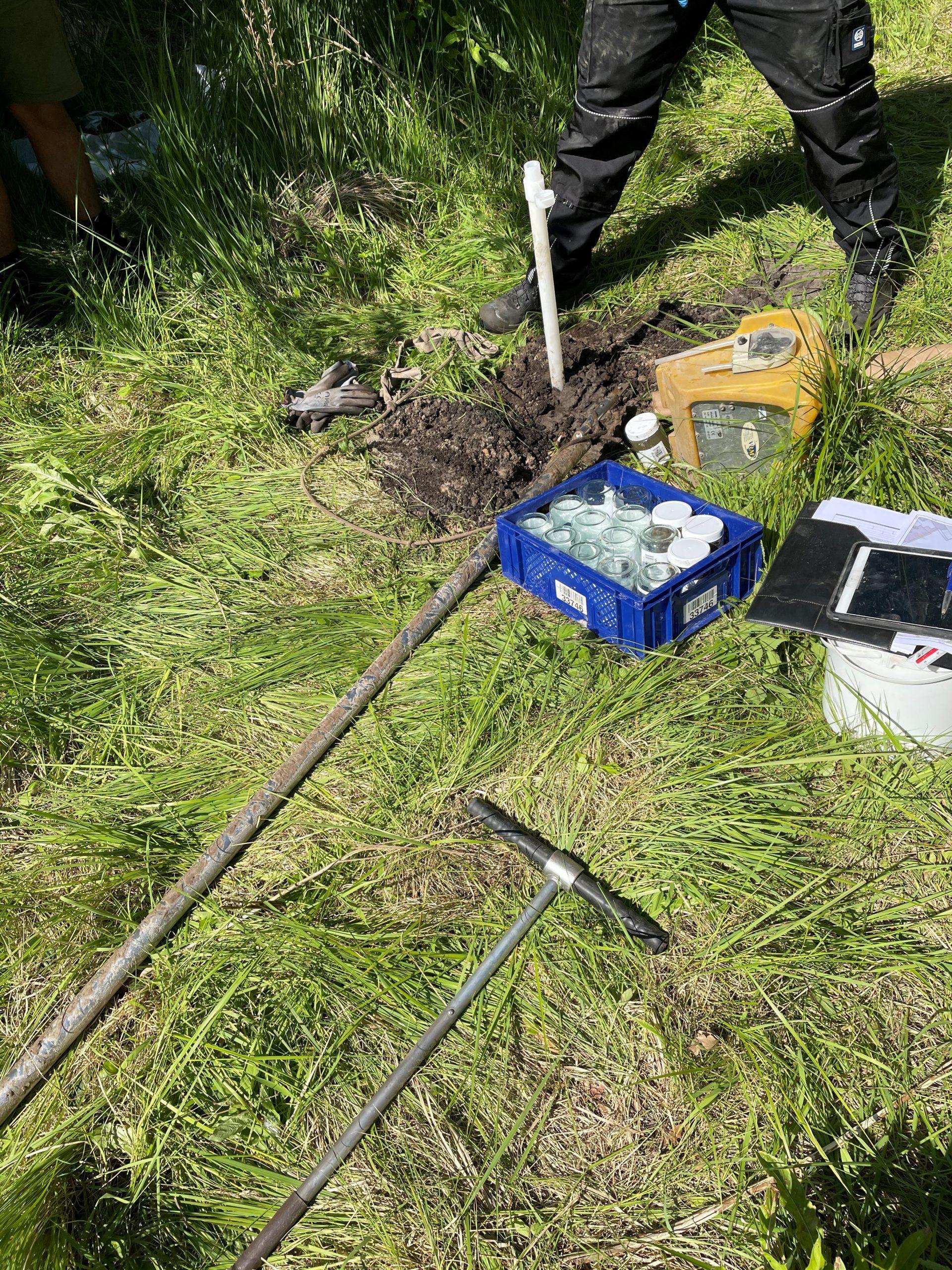 Verschillend materieel voor bodemonderzoek