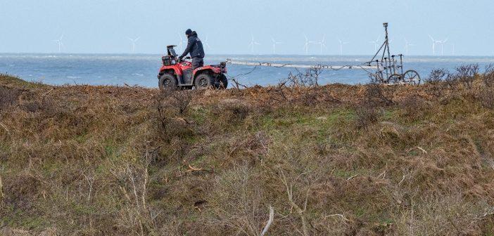 Illustratie van explosievendetectie in de duinen van Kennemerland